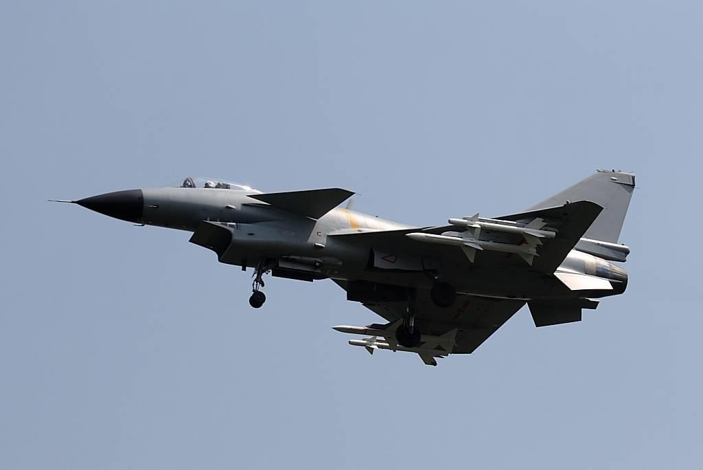 歼10发动机_歼-10 (J-10) 战斗机 - 爱空军 iAirForce