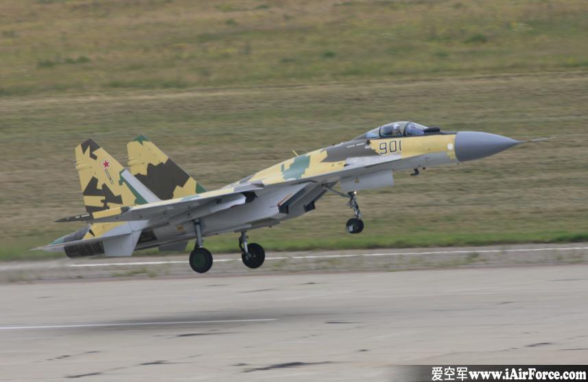 苏-35 起飞离陆