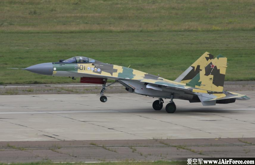 Su-35 起飞抬前轮