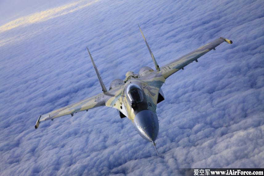 Su-35 云中飞行