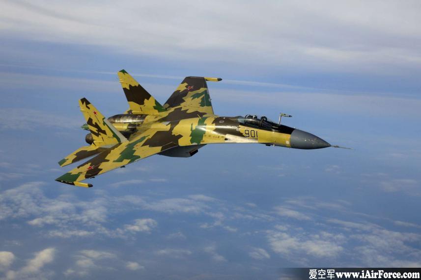 Su-35 凌空飞行
