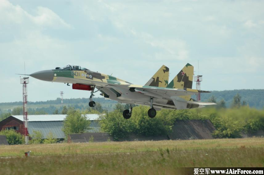 Su-35 起飞