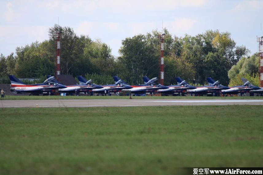 中国八一飞行表演队 歼-10七架在停机坪