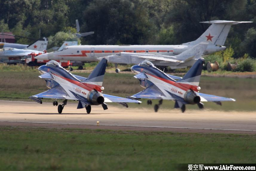 """2013莫斯科航展""""八一""""飞行表演队歼-10"""