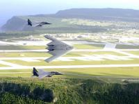 B-2 轰炸机 F-15伴随飞行
