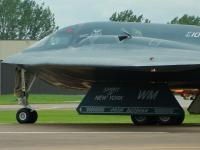 B-2 隐形轰炸机