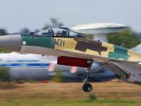 苏-35 起飞头部特写