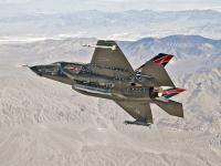 F-35 挂响尾蛇导弹