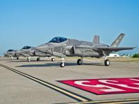 F-35A 三机机场停放