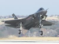 F-35A 起飞离陆