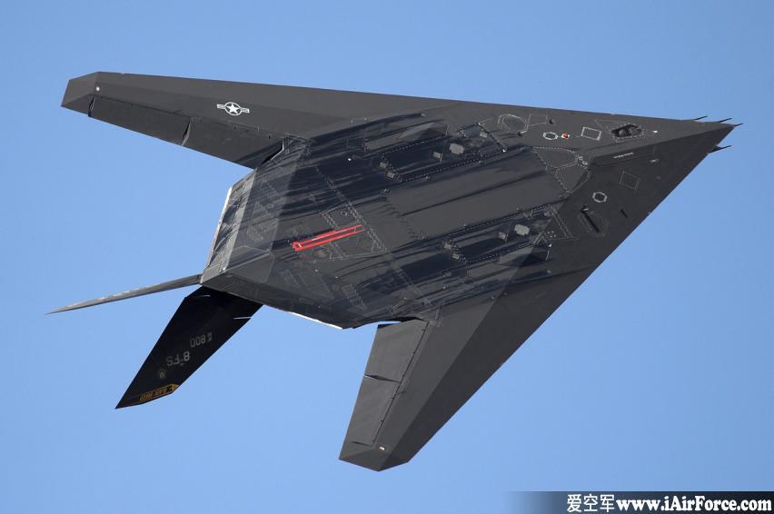 F-117 隐形战斗机 (夜鹰 Nighthawk)