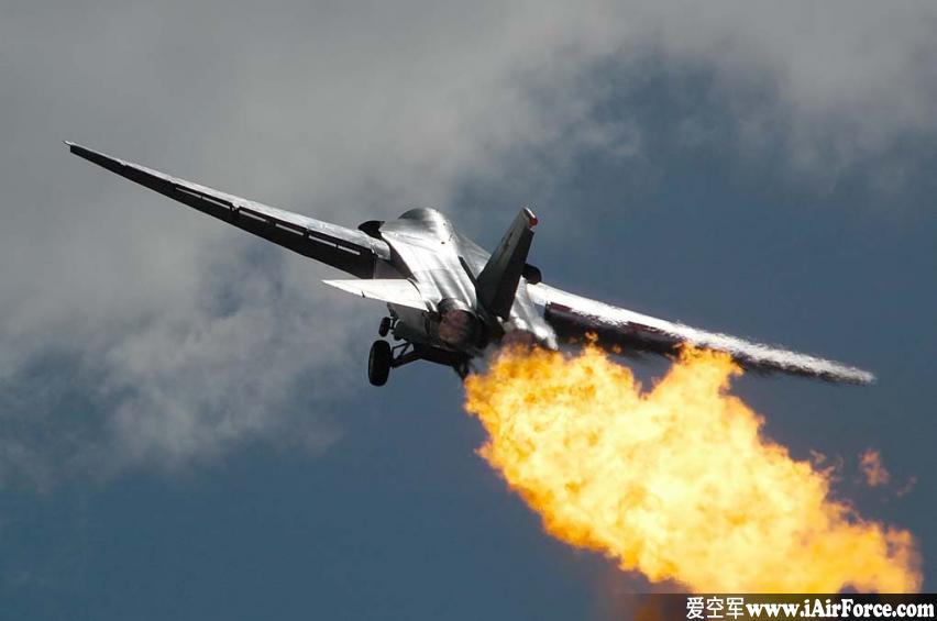 """F-111 """"土豚""""战斗轰炸机(Aardvark)"""